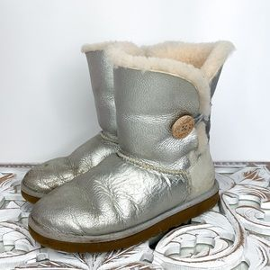 UGG Limited Edition Silver button Bailey Boot